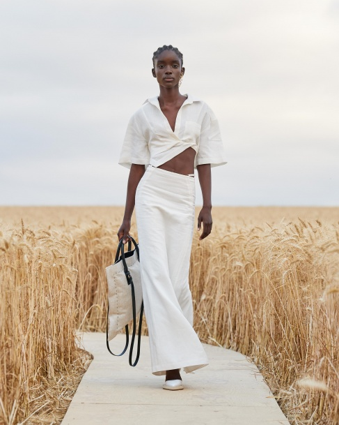 https://mcprod.jacquemus.com/media/staempfli_imageresizer/cache/collection/487x_co_ar_tr_95/Jacquemus_SS21_003.jpg