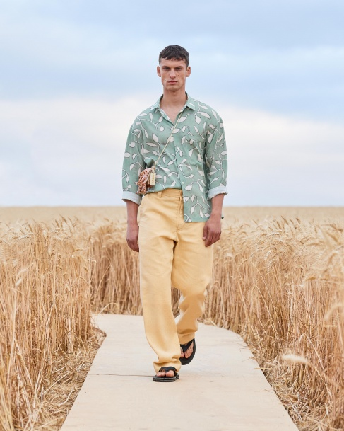 https://mcprod.jacquemus.com/media/staempfli_imageresizer/cache/collection/487x_co_ar_tr_95/Jacquemus_SS21_026.jpg